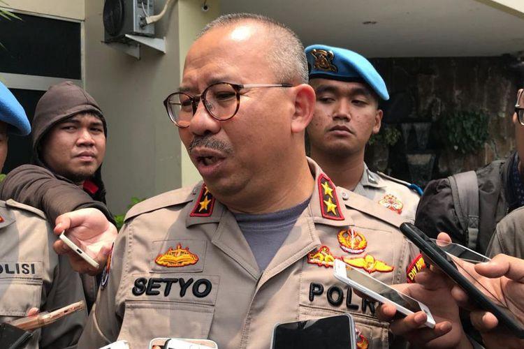 """Di tangkap POLISI 4 tersangka yang menyebarkan """"HOAX"""" mengatakan hanya Iseng / Berita Bohong"""