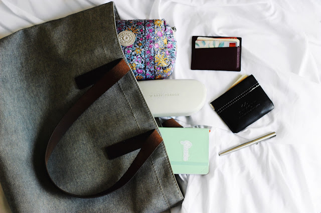 What's In My Bag? | Everlane The Twill Zip Tote