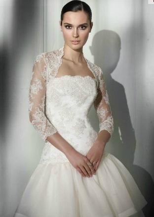 d5b27b580 Una chaqueta de encaje es la elegida por muchas novias que quieren ir  femeninas y románticas.