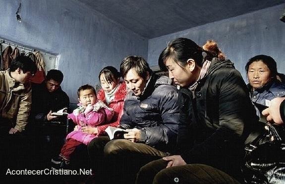 Cristianos norcoreanos en iglesia clandestina
