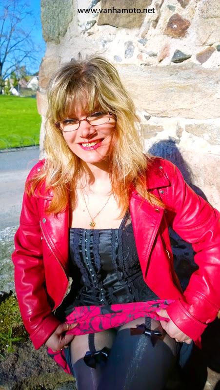 punainen nahkatakki, sukkahousut - red leather jacker, sexy pantyhose