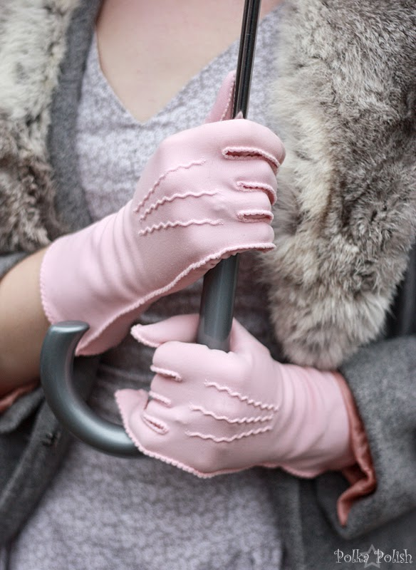 Pale pink gloves with pinked details