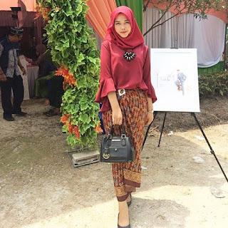 Kebaya Batik Pesta