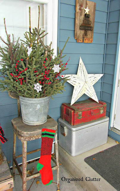 Rustic Outdoor Christmas Decorating organizedclutter.net