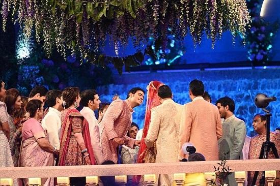 Mukesh Ambani's son Akash Ambani and Shloka Mehta Wedding Photos