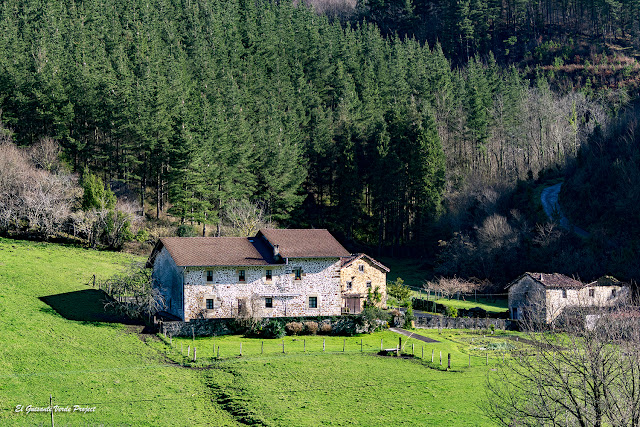 Via Verde Arrazola, baserri en el valle de Atxondo por El Guisante Verde Project