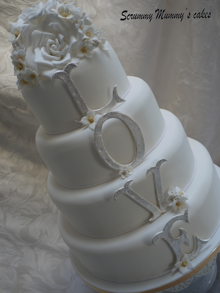 wedding cake to feed 150 scrummy mummy s cakes 4 tier monogram wedding cake 26286
