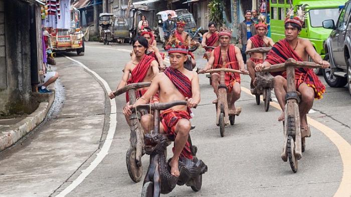 Wow! Suku Ini Buat Sepeda Tanpa Pedal dan Rem, Lihat Aksi Mereka Saat Turuni Bukit