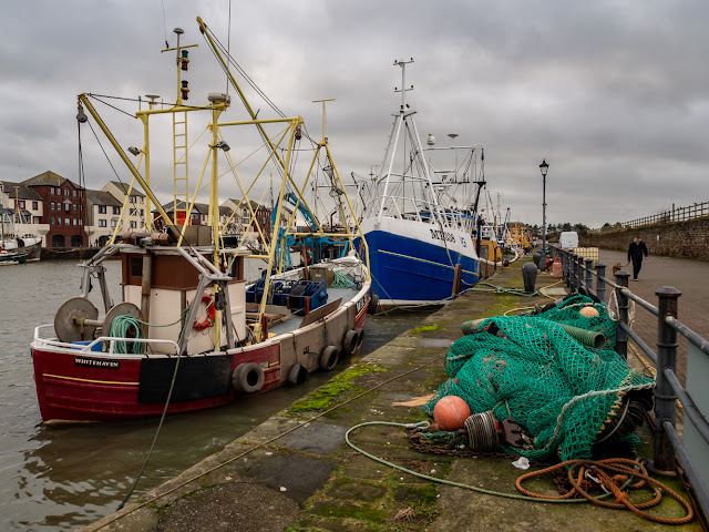 Photo of more fishing boats in the harbour