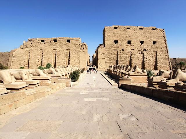 طريق الكباش معبد الكرنك في الاقصر Karnak Temple In Luxor Egypt