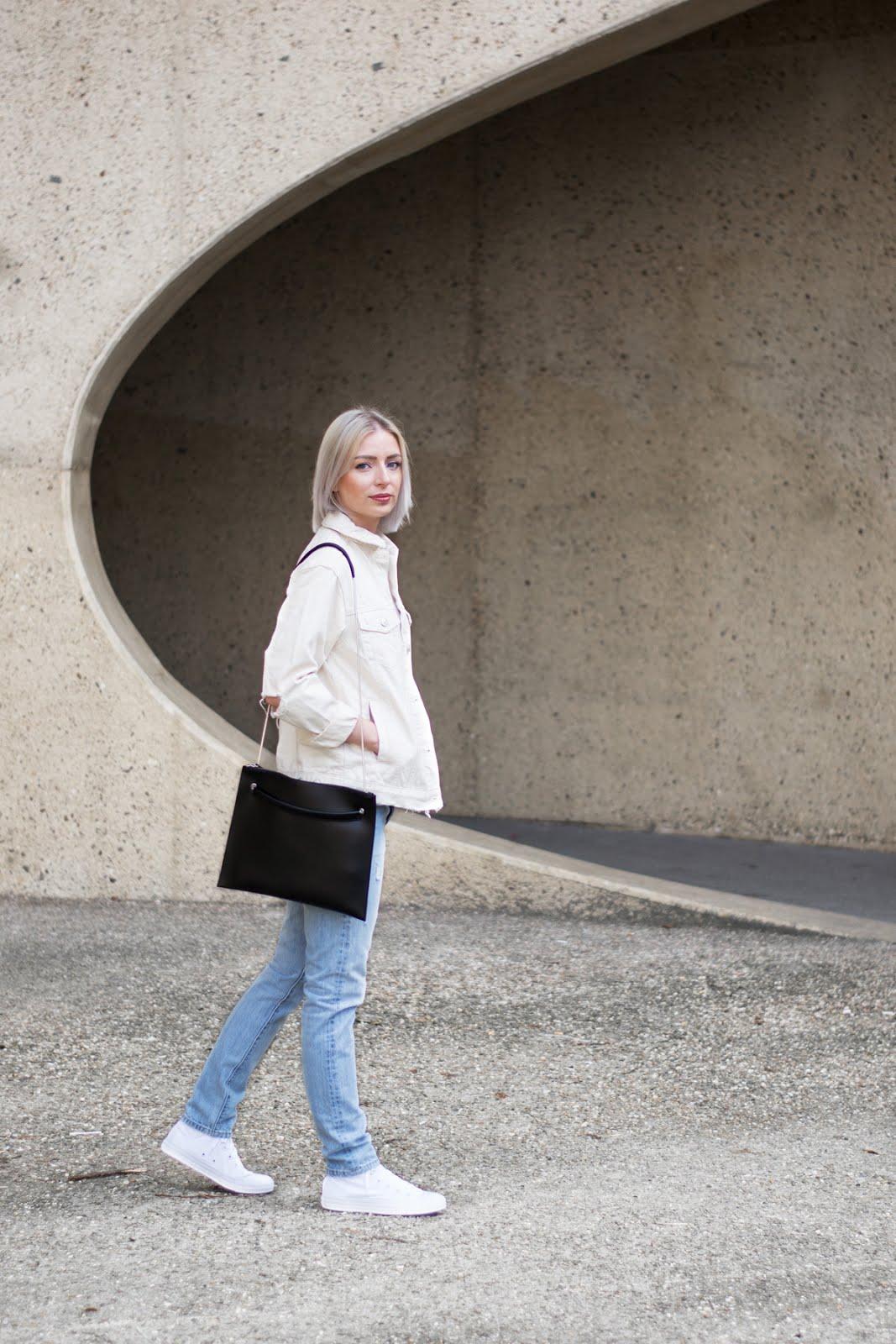 Topshop denim jacket, ecru, White polo shirt noisy may, levi's vintage 501 Skinny jeans, Converse all star hi white, Flippa k bag, SS17, zalando, outfit, vroenhoven, minimal