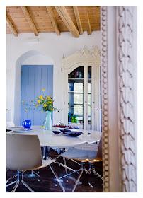 Inspiração para decorar no estilo mediterrâneo, que é um estilo de decoração clara e simples com bastante luz natural. O estilo mediterrâneo nos proporciona ambientes ideais para relaxar, com um ar de casa de praia que lembra  feriados e dias ensolarados.