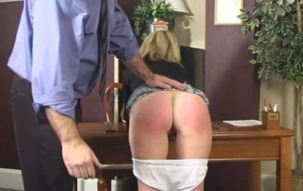 Сексом видео муж отшлепал свою девушку розгой