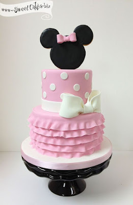 Tort botez Minnie Mouse etajat