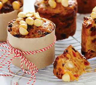 Mini Blond Christmas Cakes Recipe