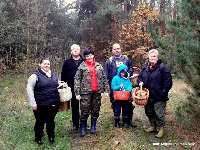 grzybobranie, mazowsze, lasy mazowieckie, na grzyby, zbieranie grzybow, wycieczka do lasu, las, przyjaciele, wedrowanie