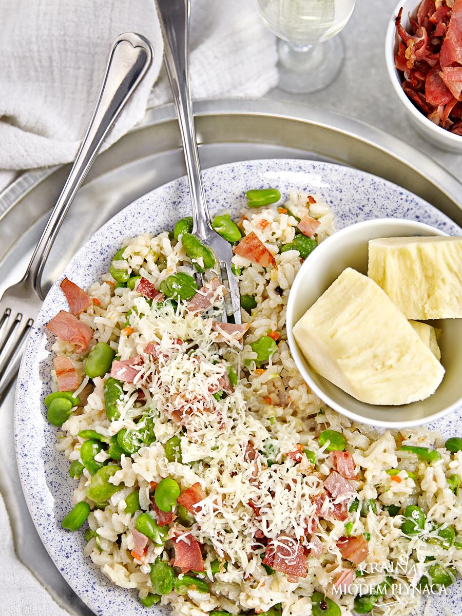 risotto z bobem i szynką parmeńską, włoskie risotto, smażony ryż z warzywami, ryz z bobem, ryż z szynką, kraina miodem płynąca