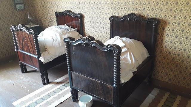 Vanhat sängyt Soveliuksen talo