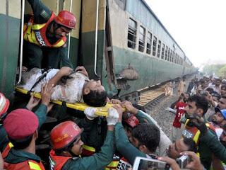 Choque de trens deixa quatro mortos e 100 feridos no Paquistão