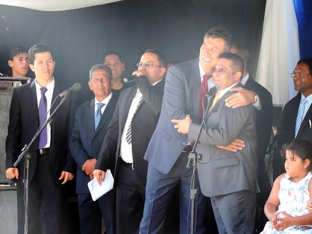 Lucrécio toma posse para o segundo mandato à frente da prefeitura de Escada