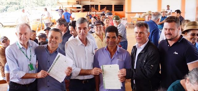 Nova Cantu: Famílias assentadas recebem títulos definitivos