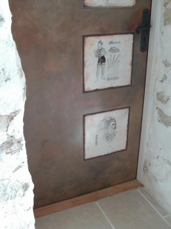 relooker une porte cours peinture d corative meubles peints patin s. Black Bedroom Furniture Sets. Home Design Ideas