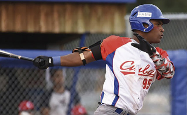 El hijo del otrora slugger camagüeyano ya tiene un premio MVP colgado en su casa