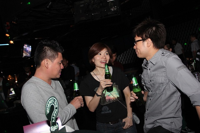 "(Centre) Juliet Yap, Marketing Director of Carlsberg Malaysia at Carlsberg's ""Where's the Party?"" 2013 teaser"
