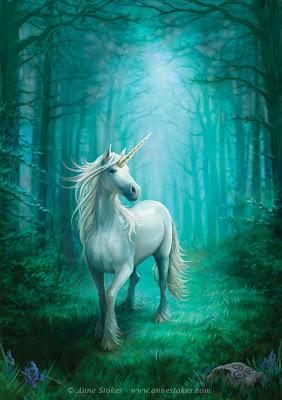 UN unicornio en el bosque