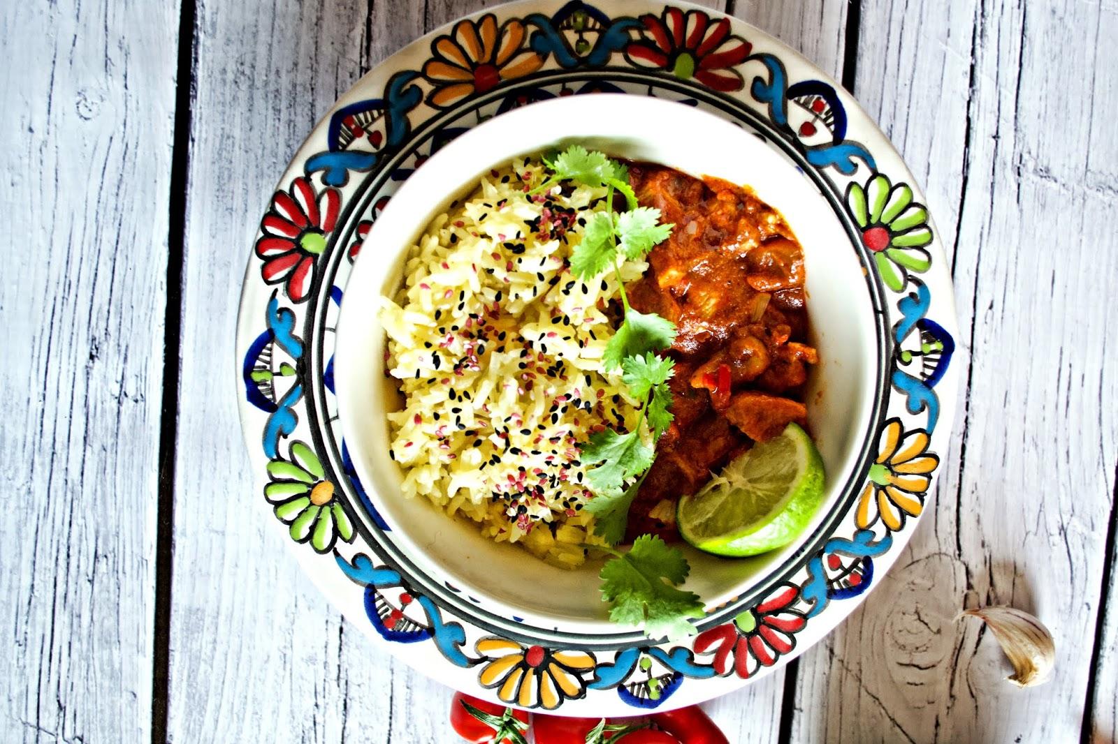 Pomidorowy Butter Chicken Z Ryżem Jaśminowym I Indyjskimi