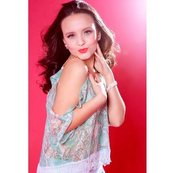 35570158e545d Mesmer Yerruq  Inspire-se nos looks da atriz Larissa Manoela