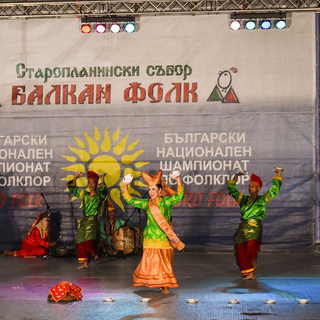 Tari Piring Bajamba Galang Dance Community di Bulgaria. Source: jurnaland.com