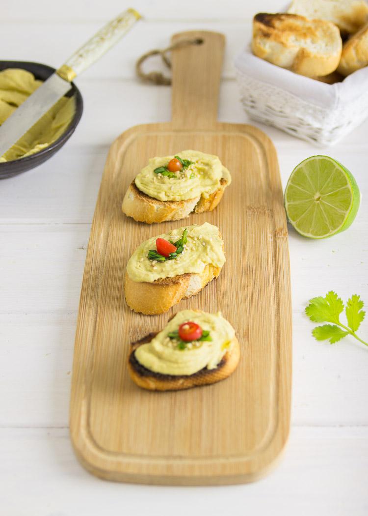 humus con jalapeño y cilantro