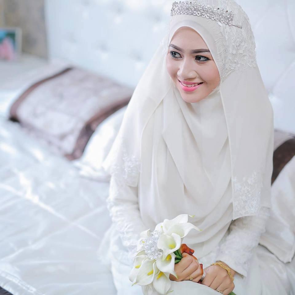 Gaun Pengantin Akad Warna Putih Untuk Muslimah Dwi Lestari