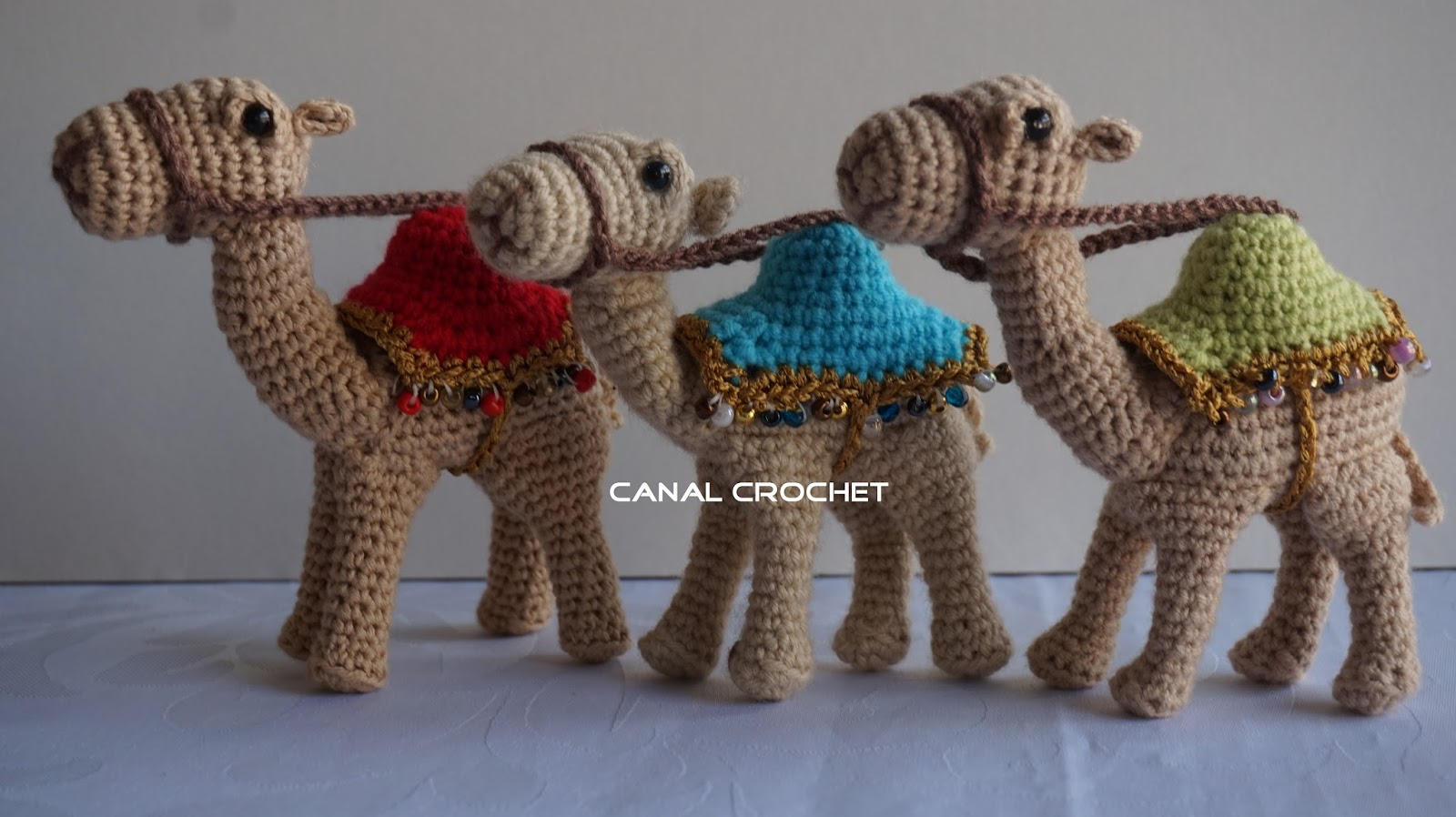 Huggable Crochet Alpaca (or Llama!) Toy - free pattern + tutorial | 898x1600