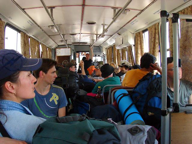 Транспорт Крыма - Туристы в крымском троллейбусе