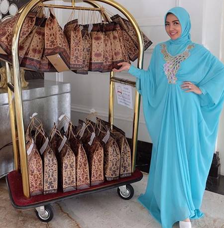 Gambar Foto Cantik Bella Shofie Pakai Baju Muslim Biru Muda