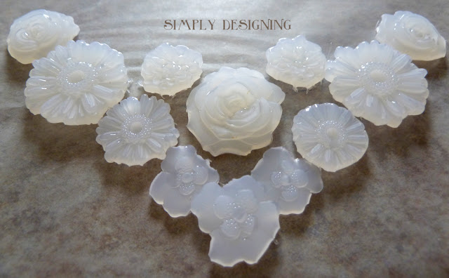 DIY Cabochons - #ModMelts #spon #diyjewelry #jewelry #cabochon #bibnecklace