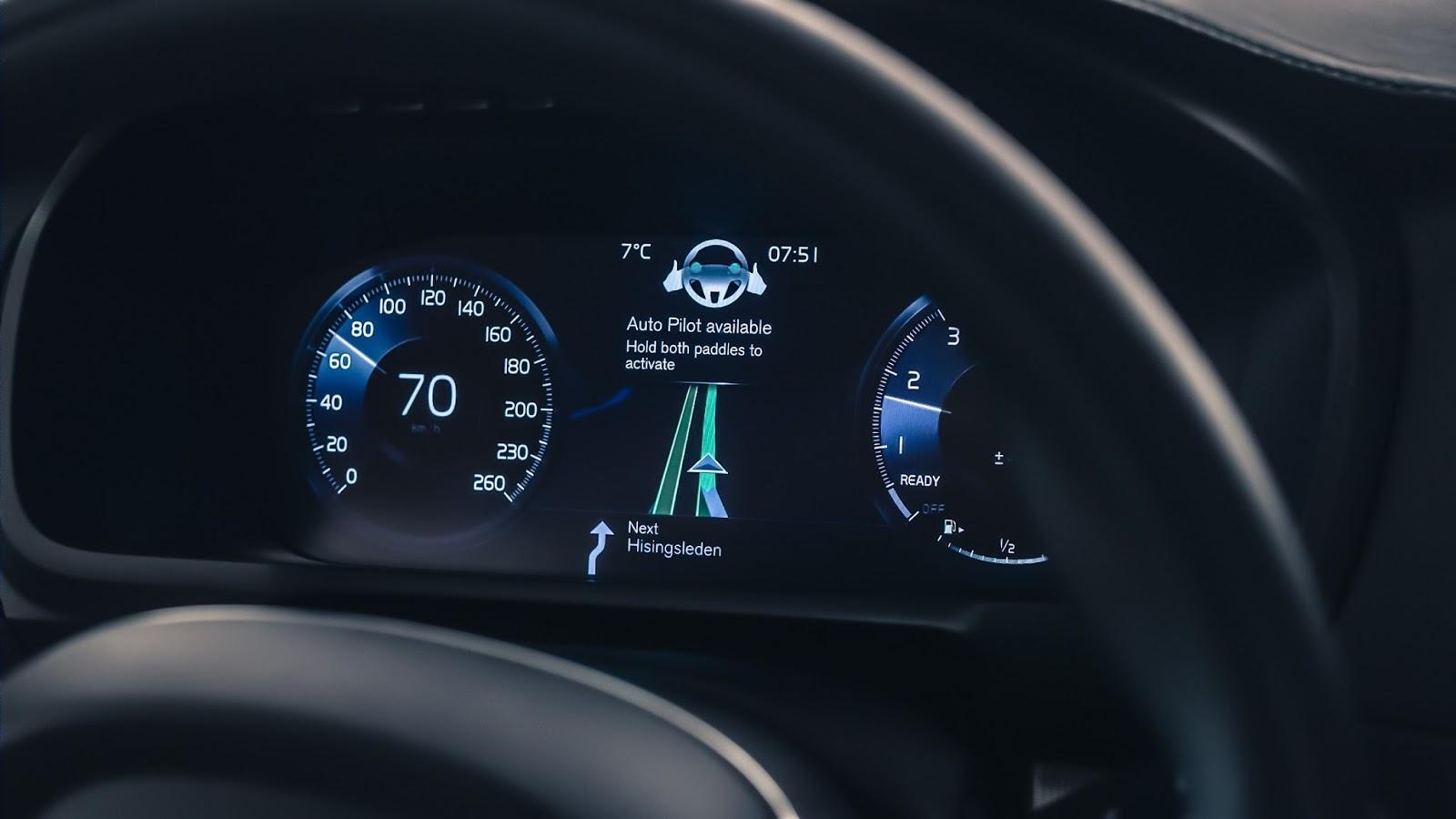 VOLVO AUTO%2BPILOT%2BINTELLISAFE 4 Το 2017 η Volvo θα βγάλει στο δρόμο 100 αυτόνομα αυτοκίνητα