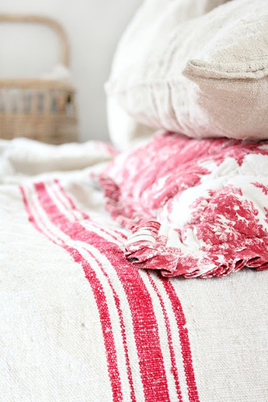 French country linens in pink and white via @lookslikewhite