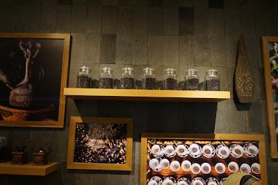 Dekorasi interior Starbucks Pontianak