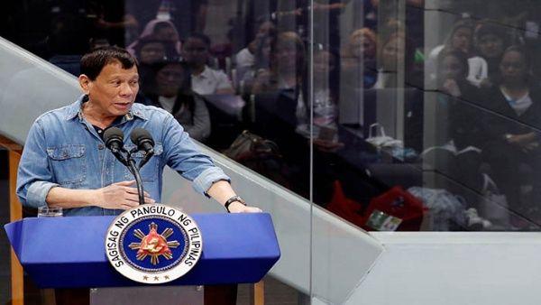 Presidente de Filipinas acusa a la CIA de financiar periódicos