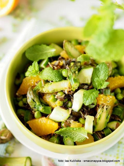 salatka z dzikiego ryzu, zielone warzywa, szparagi, groszek zielony, groszek mrozony, poltino, mrozonki, dziki ryz, lunch, przekaska, grill, dodatek do grilla, samo zdrowie,