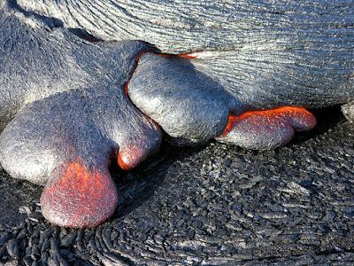 Pebedaan Lava Pahoehoe dan Aa