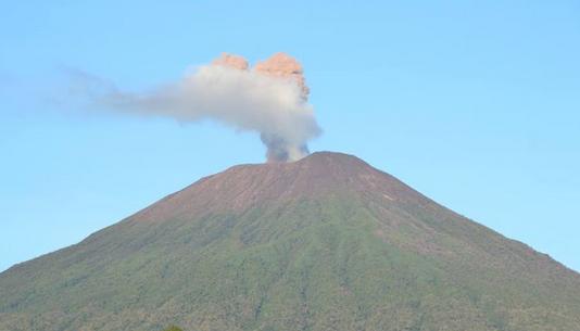 Gunung Selamet Waspada