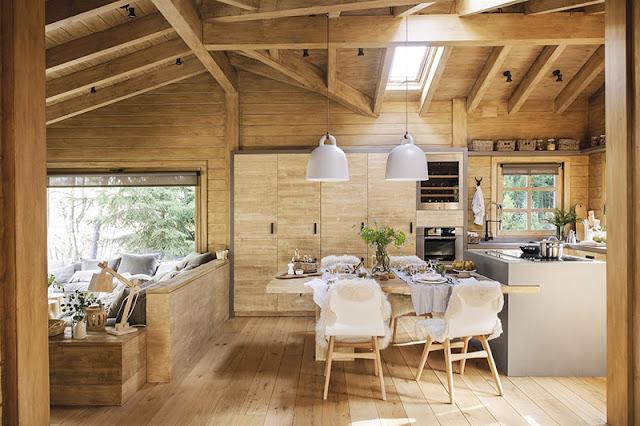 Amenajare scandinavă într-o cabană de lemn din Spania