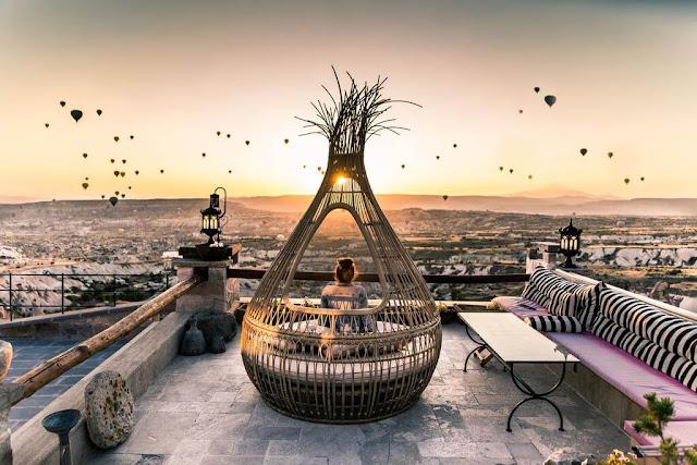 Bên cạnh khung cảnh thơ mộng của hàng trăm chiếc khinh khí cầu lơ lửng giữa bầu trời, còn rất nhiều điều thú vị khác để bạn khám phá khi du lịch Thổ Nhĩ Kỳ.