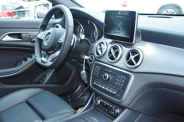 Nội thất trên Mercedes CLA 250 4MATIC 2017 thiết kế thể thao