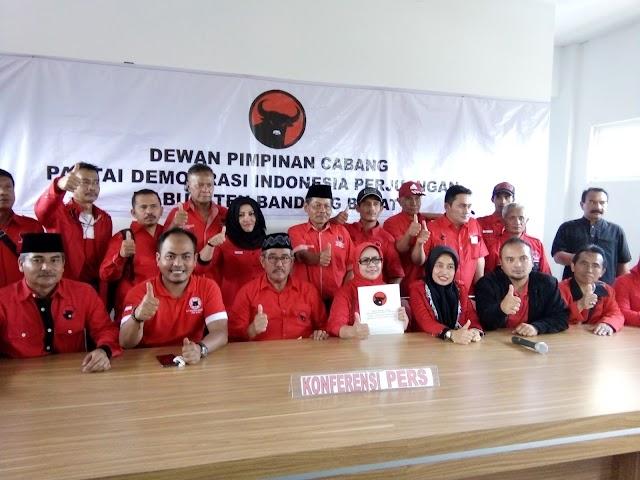 Serius Ikut Balon Bupati KBB, Elin Abubakar  Kembalikan Formulir Pendaftaran ke DPC PDIP