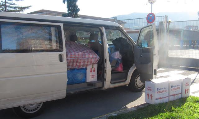 portabebés y alimentos para los refugiados sirios